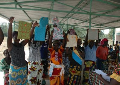 Distribution de kits de protection pour les menstrues